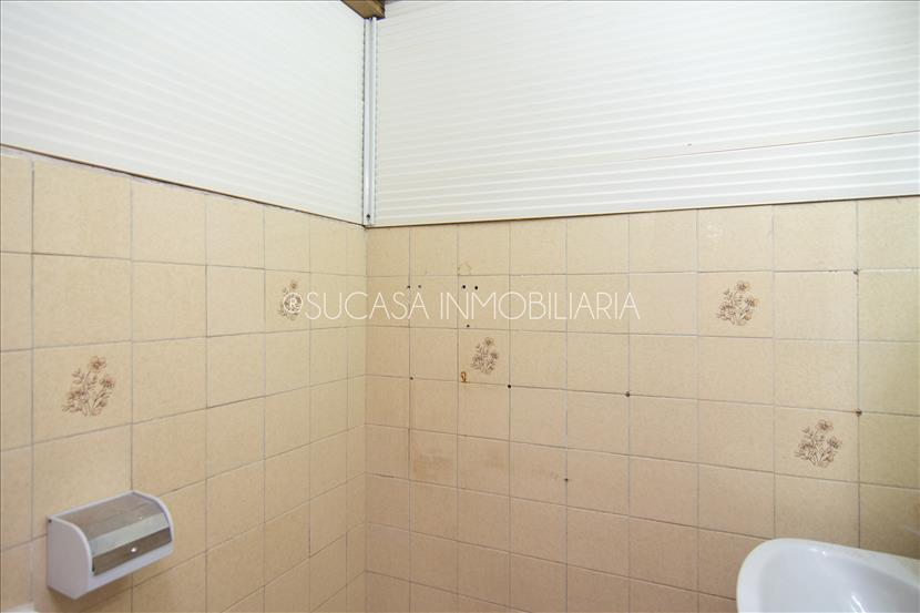LOCAL CON POSIBILIDAD DE CAMBIO DE USO A VIVIENDA- 13